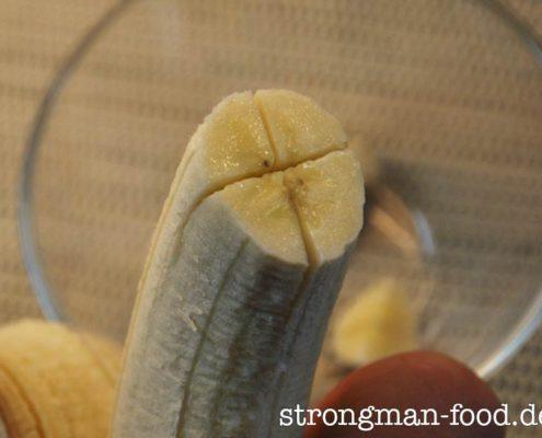 Wie man die Banane am besten einschneidet