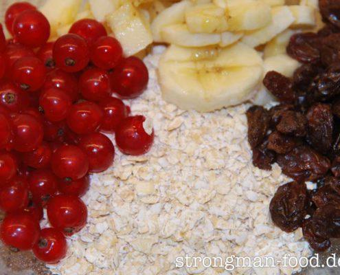 Haferpfannkuchen: rote Johannisbeeren